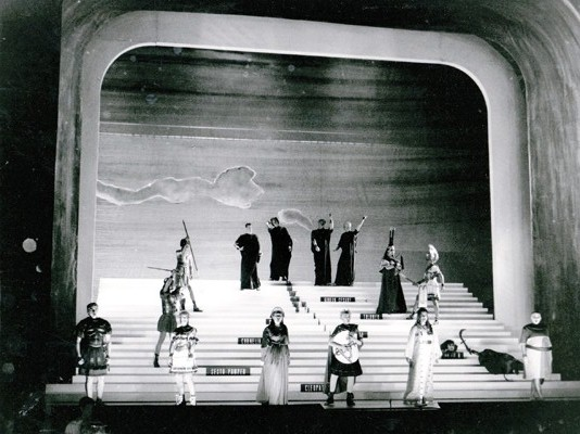 Nigel Lowery's collaboration with Richard Jones in 1994 on Handel's great Giulio Cesare in Egitto was one of the keynote productions of the Bayerischer Staatsoper during the 13 years that Sir Peter Jonas was in charge of the National Theater in Munich. This shows the image for the final chorus